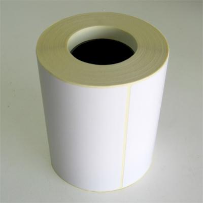 Рулон белых самоклеющихся этикеток